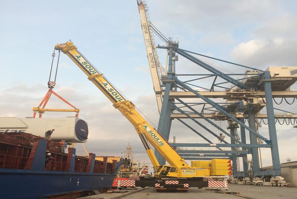 Discharging nacelles for Vestas in Larnaca port
