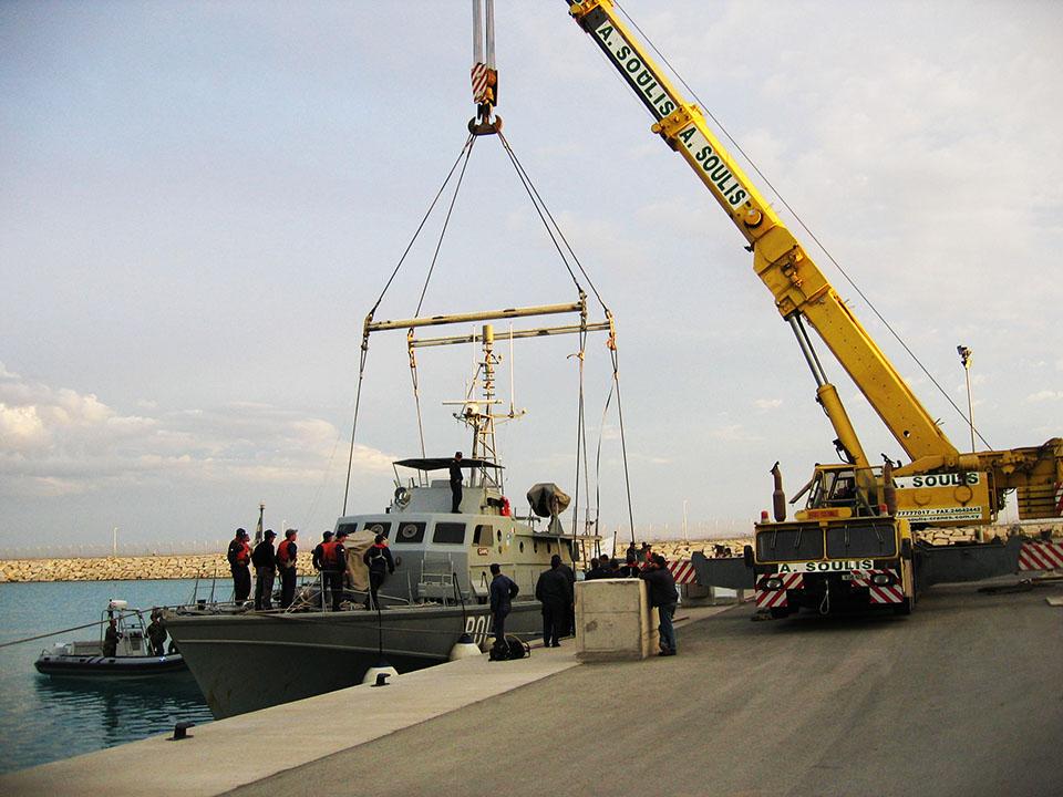 Lifting of 100t frigate